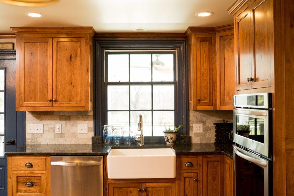 A Farm Sink is Charming In Your Kitchen Remodel